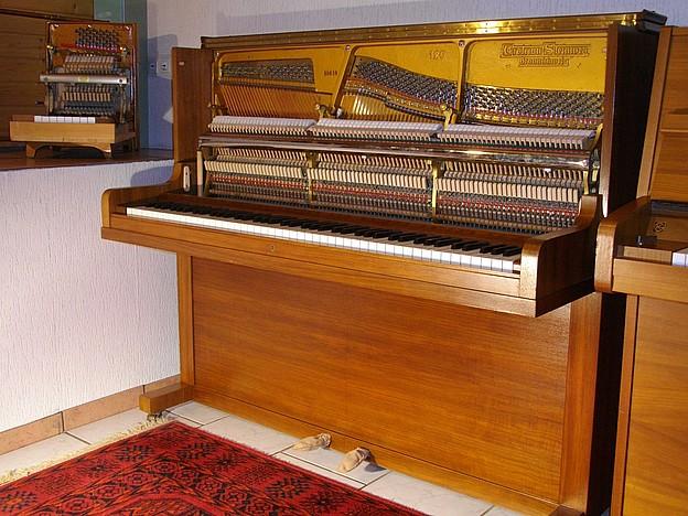 Grotrian-Steinweg Klavier Modell 120 Nussbaum satiniert bei Pianohaus Fischer in Erftstadt bei Köln