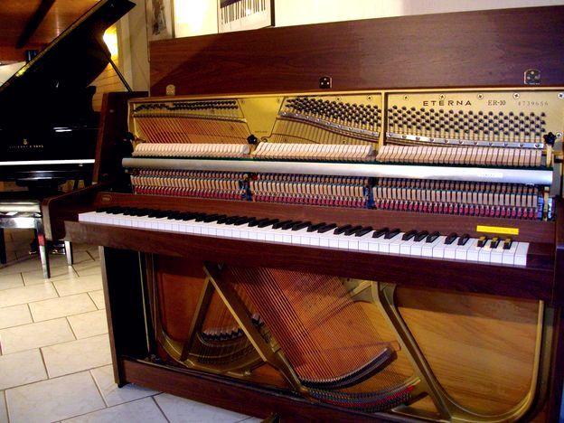 Yamaha Eterna ER-10 Nussbaumfarbig bei Piano-Fischer in Erftstadt bei Köln
